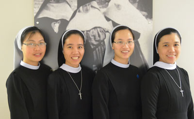 Four sisters with the Lovers of the Holy Cross from Vietnam came to the SSNDs to study English.